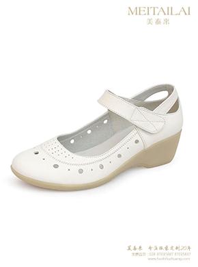 白色坡跟护士鞋