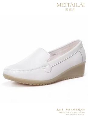 白色坡跟单鞋护士鞋