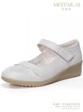 白色小坡跟护士鞋